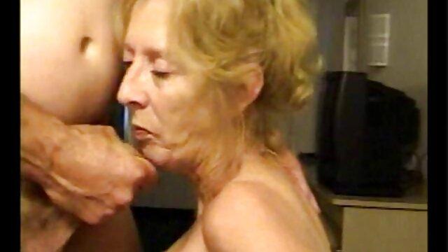 O padre fodeu vídeos pornô com morenas gostosas a puta loira em confissão