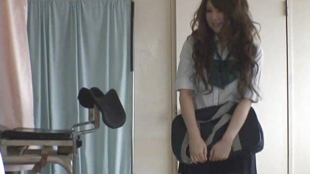 O video porno de primo com prima vídeo de descompressão da Propertysex transforma-se num vídeo de sexo com um agente imobiliário.