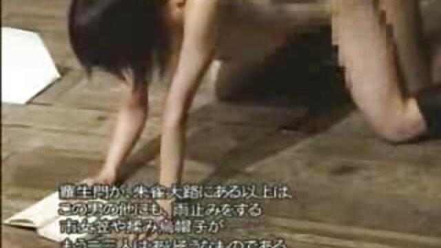 Grávida em vídeo pornô de mulher novinha cima e pulverizada com cães