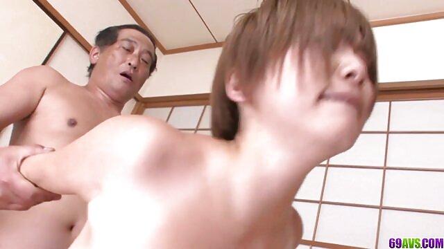A vídeo de pornô com as mulheres mais gostosas bela Elizabeth ensina o trapézio ao seu marido Carrasco. MP4