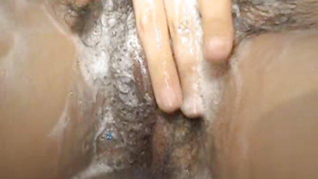 O prisioneiro vigia o busty chick pornor gostosa antes de ser executado.