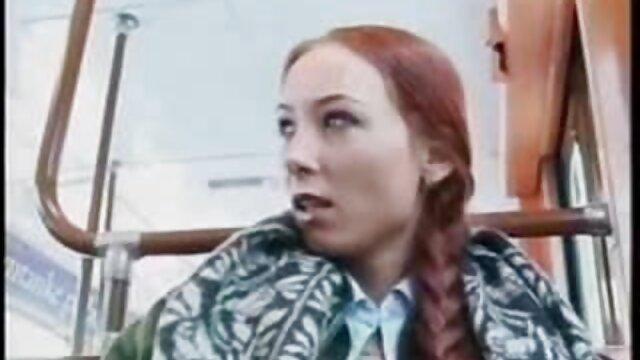 O marido russo a lamber a rata da vídeo pornô de mulher gemendo mulher