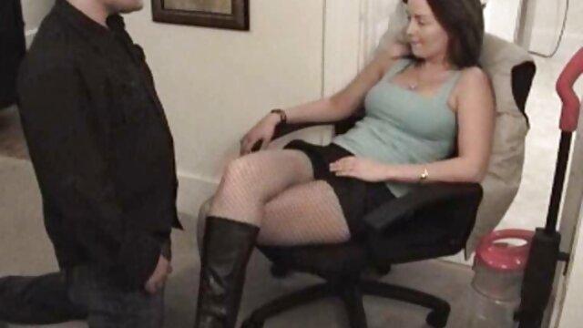 Puta russa fodida com força por Ebony em penas e as mais gostosas do vídeo pornô cumshot