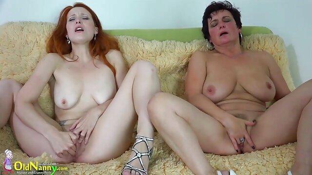 Ass lesbian Presley Hart diverte-se vídeo pornô comendo novinha gostosa com ass