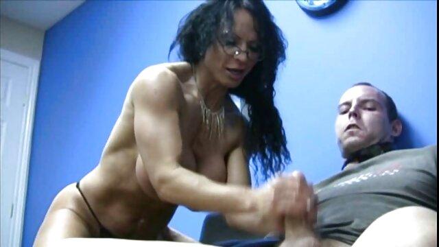 A cabra ruiva aceita um pénis estranho na video porno de lesbicas se chupando boca por Dinheiro.