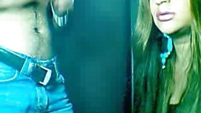 A prostituta Zoe Bloom adora espelhos. vídeo pornô com as loiras gostosas