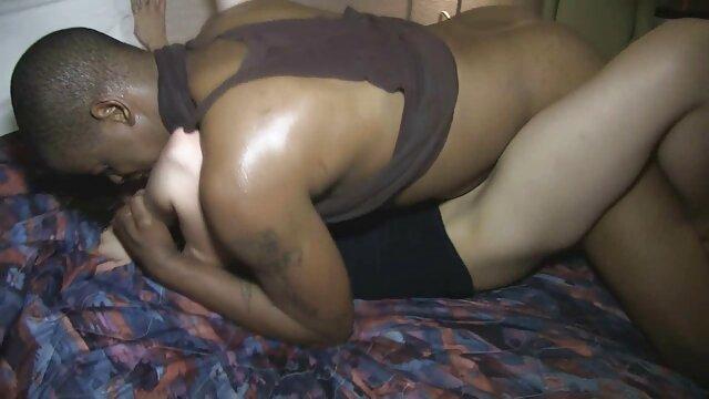 A morena vídeo de pornô da mulher morena brincalhona Jessica Swan adora sexo ao ar livre