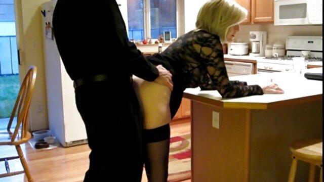 Uma puta grávida a video porno de novinha gostosa apalpar a rata de perto e a mamar Mamas.