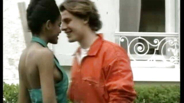 A rapariga russa com Mamas grandes é uma seca no carro ao vídeo pornô com mulheres gostosas brasileiras ar livre.