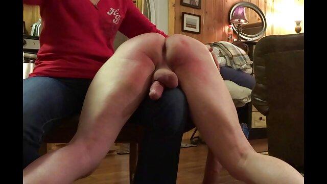 Alunos da escola vídeo de pornô da mulher da bundona russa de mini-saias lambem as bolas dos professores