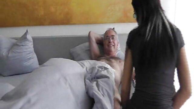 Mulheres russas vídeo de pornô mulher galega fizeram dois Broches maridos enquanto fodiam quatro pessoas.