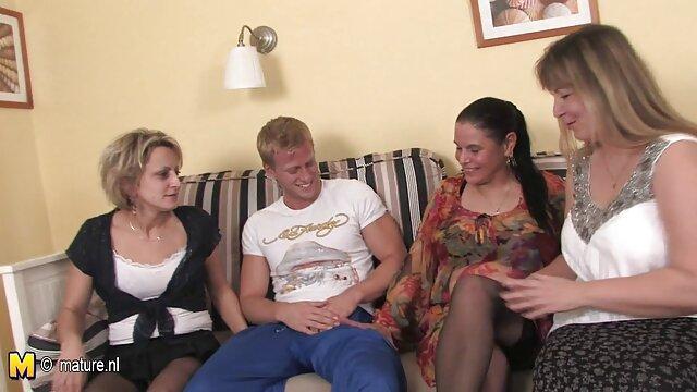 Prazer vídeo pornô com baixinha gostosa da morena russa com o seu Cunilingus