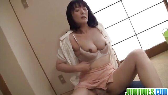 A loira bonita safadas videos porno tem um estilo de cão.