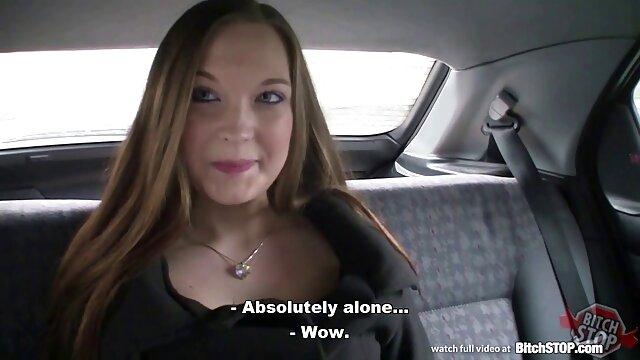 O casal porno brasileiro mulher gostosa russo fodeu na casa de banho.