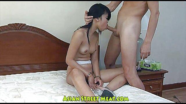 A carrinha russa vídeo pornô das novinha gostosa convenceu a rapariga a fazer sexo a três.