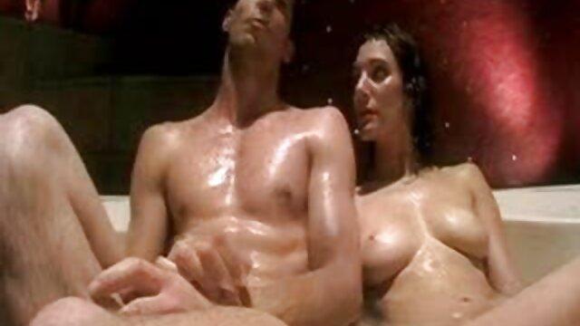 grávida vídeo pornô da loira mais gostosa no chuveiro com a mãe.