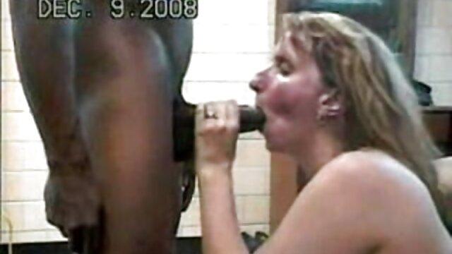 O pai imundo vídeo pornô safadeza pulveriza as calças abertas da Nora.