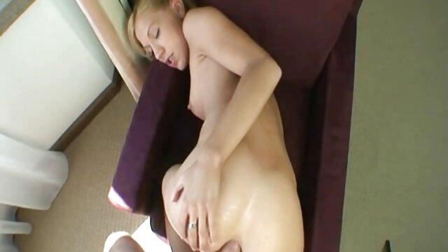 A ruiva Raposa de diamantes saltou para a vídeo de pornô mulher trepando banheira e chupou o enteado.