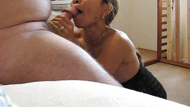 Doggystyle, Morena russa, entrega-se ao seu vídeo pornô de mulheres ruivas amante em frente à webcam.