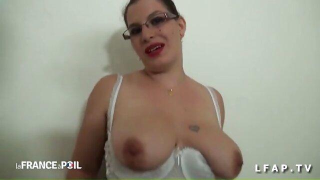 Povd petite morena Sadie Pop batendo grande entregador de vídeo de pornô mulher transando gostoso Ratas