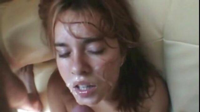 A video porno as morenas madrasta mais bonita da cidade, Emily é redonda e animada