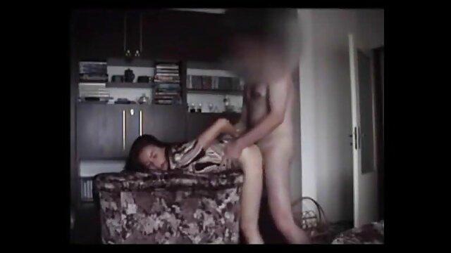 Ela tira as bolas anal numa corda vídeo de pornô transando do rabo