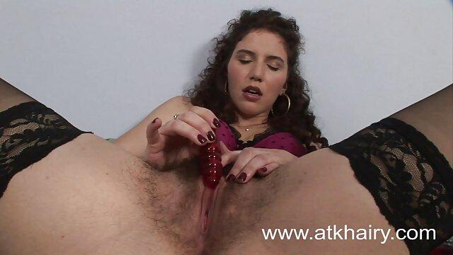 a mulher punk faz um bom broche e engole esperma. videos pornos com morenas