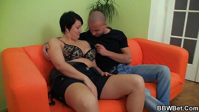 Rahyndee James e Desiree numa noite erótica lésbica com video porno de bucetuda amor