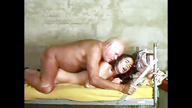 O Rapper arranja quero ver um vídeo pornô bem gostoso um ménage à trois com brasileiros.
