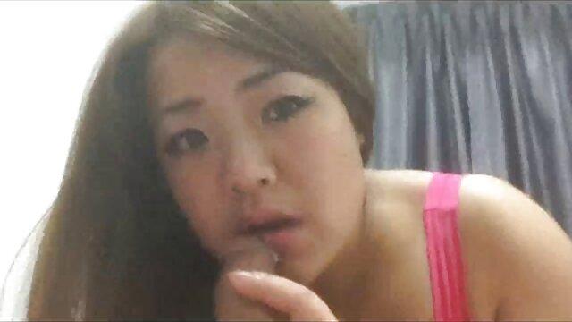 A Renee Roulette bateu-lhe vídeo pornô com as novinha gostosa na cara e abriu-lhe um buraco na cara.