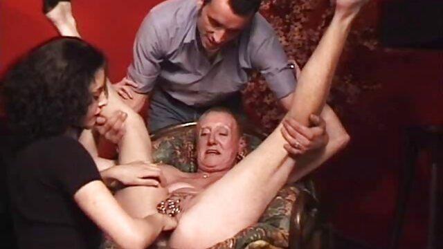 A rapariga russa videos de brasileiras transando abre as pernas no parque e mostra vagina.