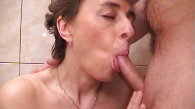 Sexo vídeo pornô de mulher pelada gostosa Georgiano e muçulmano no mercado de frutas e legumes apanhados em spycam