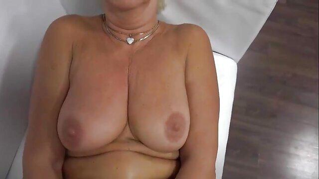 A brincar com o tempo de Cougar Amador vídeo de pornô de mulheres gostosas