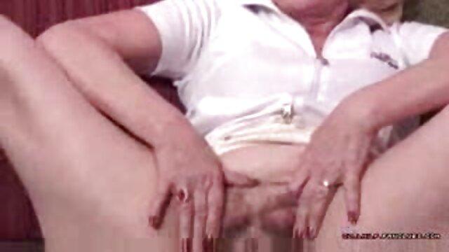 Ruiva com belas mamas xvídeo pornô mulher pelada vestidos no espelho grande