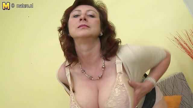 Nudistas russos a foder na vidios pornô com coroas praia na Crimeia